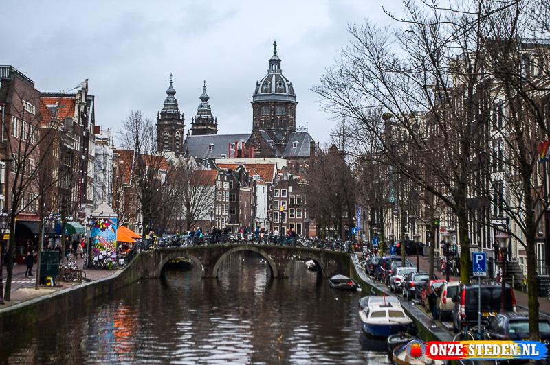 De Oudezijds Voorburgwal in Amsterdam