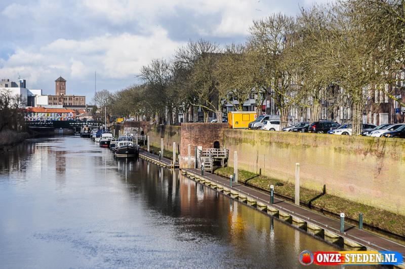 De Dommel met stadsmuur in s-Hertogenbosch